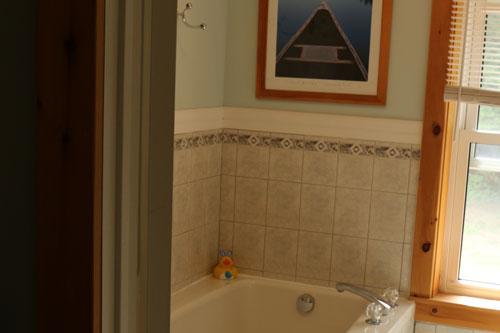 Bedrm-Moorehaven-Treetop-Suite-Bathroom-1ps
